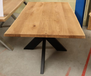 Tisch mit Baumkante Baumtisch Esstisch 180x100cm