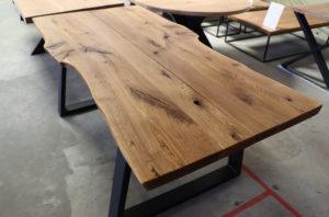 Tisch aus Alteiche mit Baumkante Baumtisch 200x100cm