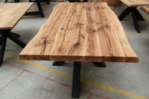 Tisch aus Alteiche Baumtisch Altholz 200x100cm
