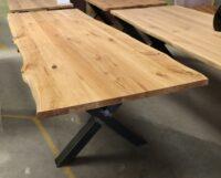Tisch mit Baumkante aus Eiche Baumtisch in 240x100cm