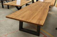 Tisch mit Baumkante dunkel geölt 300x100cm