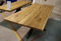 Esstisch mit Baumkante aus Wildeiche 200x100cm