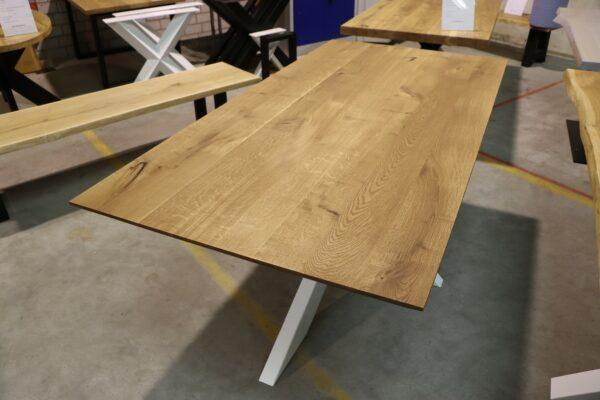 Tisch mit Schweizer Kante aus Wildeiche 200x100cm