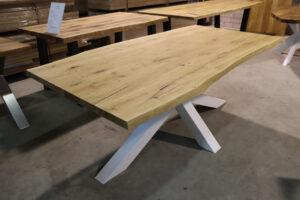 Esstisch aus Wildeiche mit Baumkante 200x100cm