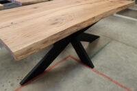 Tisch aus Alteiche mit Baumkante in 200x100cm