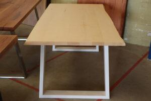 Tisch aus Ahorn mit Baumkante 180x90cm