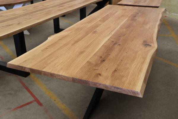 Tisch mit Baumkante aus Wildeiche 260x100cm
