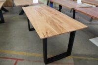 Tisch aus Rüster mit Schweizer Kante in 160x80cm