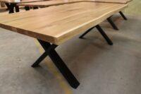 Tisch mit Baumkante aus Wildeiche in 220x100cm
