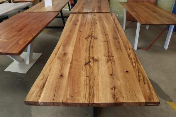 Tisch mit Baumkante aus Alteiche in 240x100cm