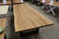 Tisch mit Baumkante aus Wildeiche 300x100cm