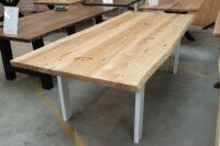Tisch mit Baumkante aus Esche