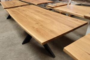 Tisch mit Baumkante aus Wildeiche in 240x100cm