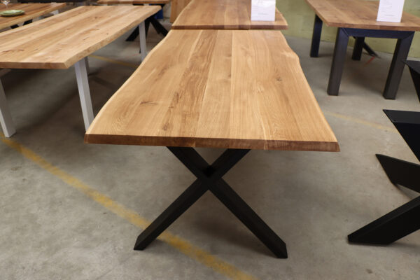 Tisch mit Baumkante in 180x90cm