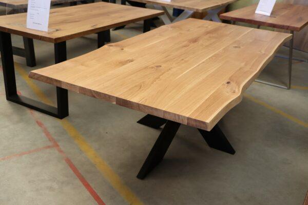 Tisch mit Baumkante aus Wildeiche 220x100cm