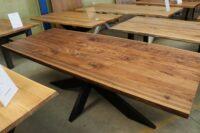 Tisch mit Baumkante aus am. Nussbaum 240x100cm
