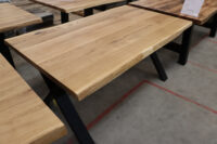 Tisch mit Baumkante aus Wildeiche 160x90cm