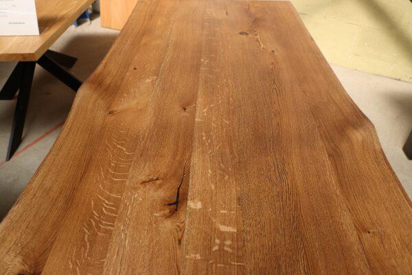 Tisch mit Baumkante aus Wildeiche 180x90cm