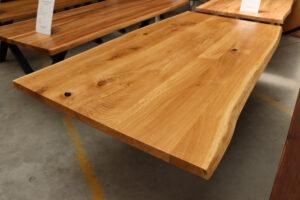 Tisch mit Baumkante mit Epoxidharz 220x100cm