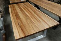 Tisch aus Rüster mit Baumkante in 200x100cm