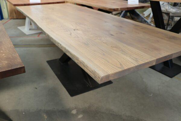 Tisch aus Eiche Rustikal mit Baumkante 260x100cm