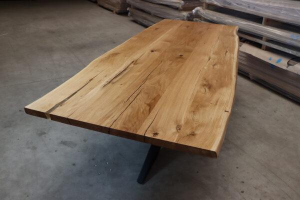 Tisch mit Baumkante aus Eiche Epoxy 260x100cm