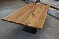 Tisch mit Baumkante und Epoxidharz 200x100cm